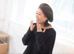 """素肌が透けるようなベースづくりが""""抜け感""""の要。メークは日々を笑顔で過ごすための1ツールと考えて – メークアップアーティスト・早坂香須子"""