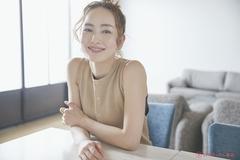 """人気モデルがリアルに続ける、""""最小限で結果を出す""""スキンケア術 – 辻元舞"""