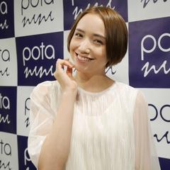 豊田エリーさんの綺麗のひみつは「まず笑顔になって、そこに楽しさが追いついてくる」